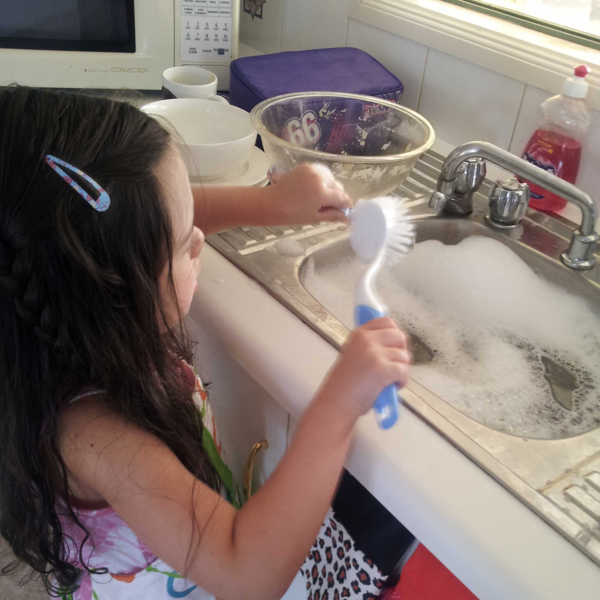 Tookii things to do with kids washing dishes one of the activities for kids