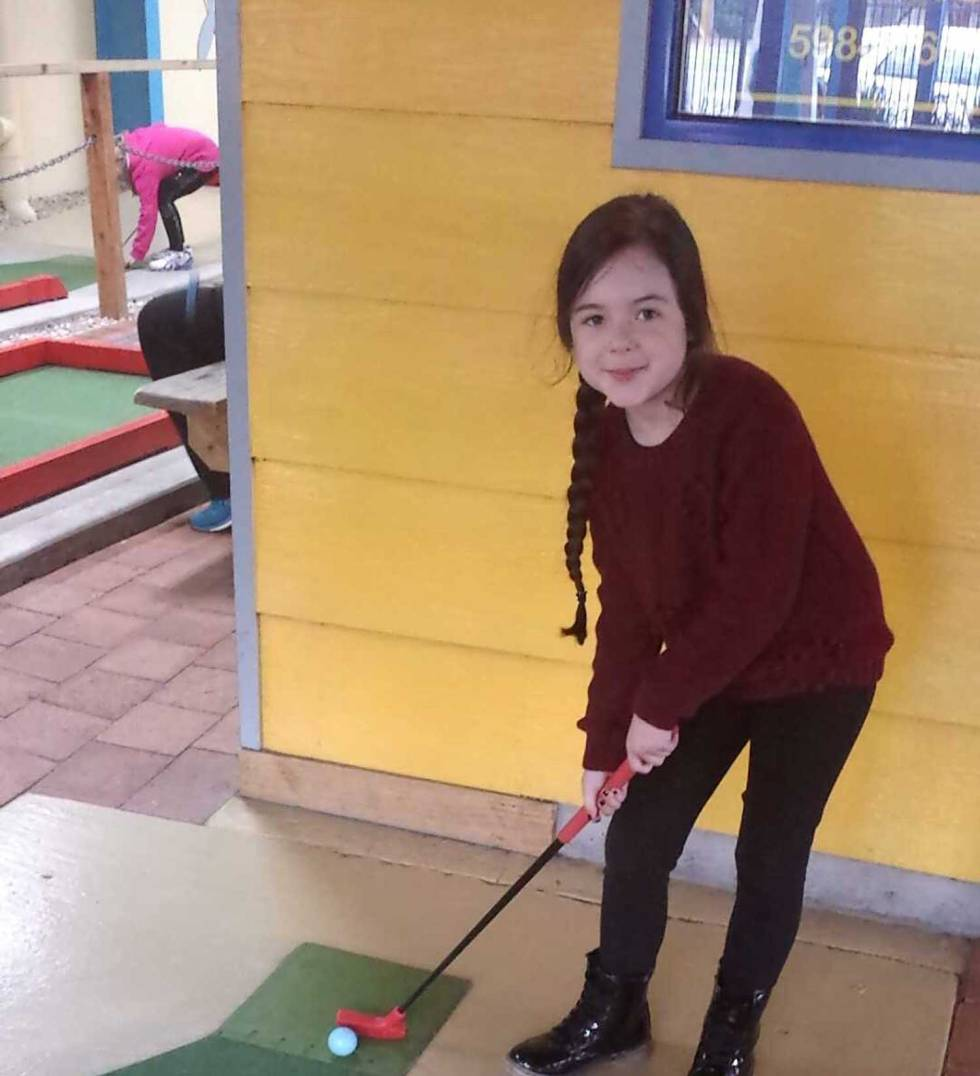 Tookii things to do with kids playing mini golf one of the outdoor activities for kids