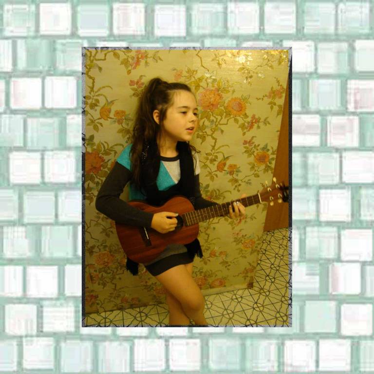 Tookii singing