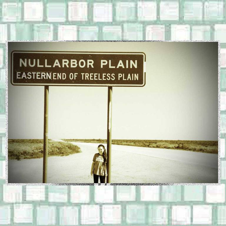 Tookii with Nullabor road sign