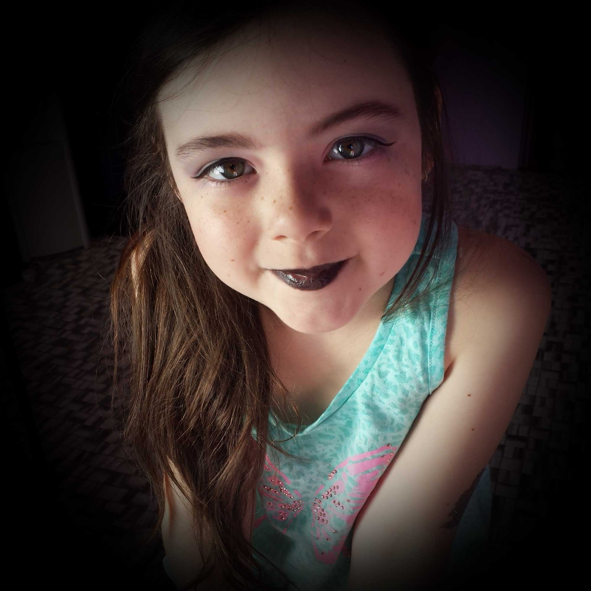 Tookii things to do with kids black makeup